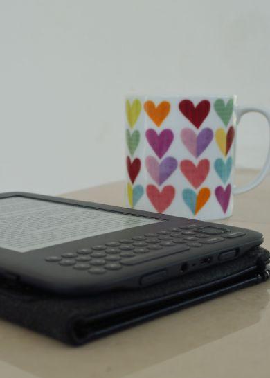 E-reader and tea. Heaven.