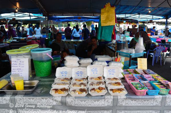 A stall stacked with some Bruneian favourites.  Sugary  and highly coloured drinks, nasi katok, beef rendang, fried chicken and sambal.  And sweets!
